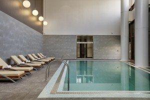 05 The Westin Doha - indoor pool