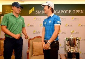 SINGAPORE, Singapore : This handout photo taken and released by Lagardere Sports on February 1, 2016 shows (L_R) Jordan Spieth of USA and Younghan Sonng of Korea during the final round of the Singapore Open at the Sentosa Golf Club in Singapore. The one million USD event will take place from January 28 to 31 Pic By / Khalid Redza / Lagardre Sports